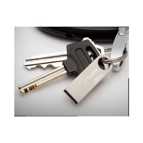 Kingston 32GB DataTraveler SE9 USB Flash Drive